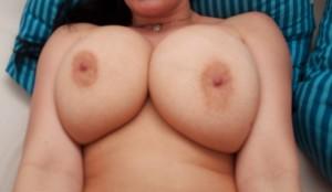 nu kvinna bröst